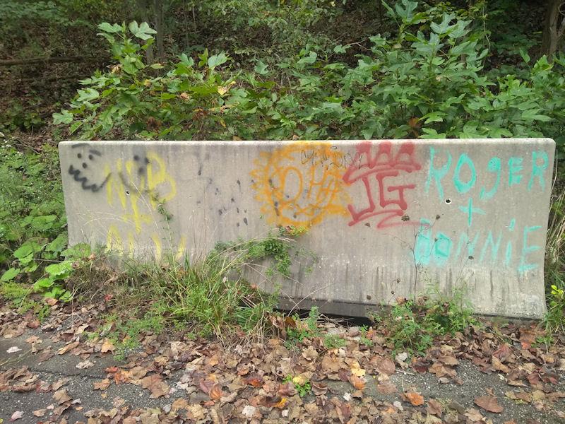 Grafitti on Jersey barrier