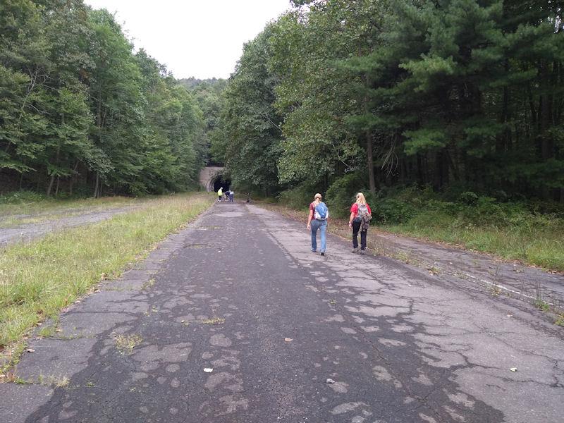 Sarah & Terri approach Rays Hill Tunnel