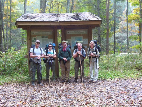 Group picture at the beginning of the hike